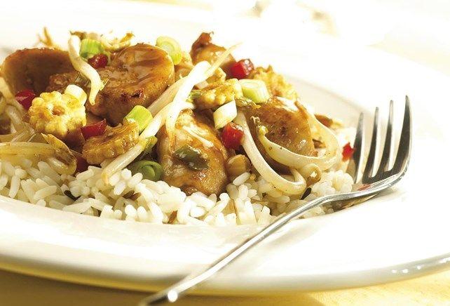 Gebakken kip teriyaki met oosterse groenten, op smaak gebracht met gember en knoflook