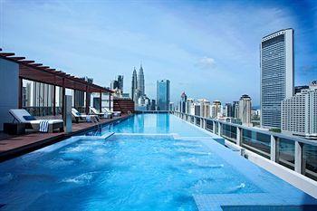 Salah satu hal yang bikin hotel Somerset Ampang Kuala Lumpur ini keren abis; kamu bisa menyaksikan Menara Kembar Petronas langsung dari kamar hotel! Wohoo, pengen kan? Yuk pesen hotelnya disini http://www.voucherhotel.com/malaysia/kuala-lumpur/363449-somerset-ampang-kuala-lumpur-kuala-lumpur/