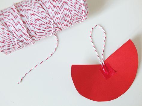 fabriquer un bonnet de p re no l carte no l. Black Bedroom Furniture Sets. Home Design Ideas