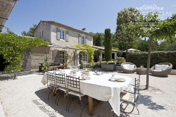 RÊVE DES ALPILLES (Saint-Rémy de Provence) -Mooie, exclusieve villa met privé zwembad en jeu de boulesbaan gelegen te Saint-Rémy de Provence. Deze villa is volledig gerenoveerd en zeer smaakvol ingericht, beschikt over 4 slaapkamers en 4 badkamers en is geschikt voor 8 personen.