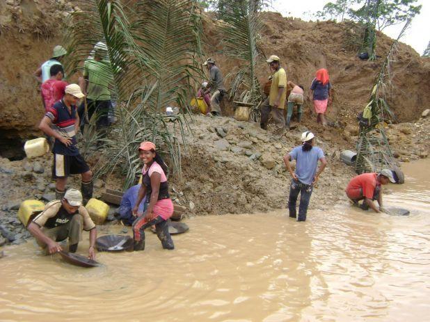 """From """"@Hablemos de - Minería ilegal en Colombia"""" story by Hablemos de Minería on Storify — http://storify.com/HablemosMineria/hablemosmineria-mineria-ilegal-en-colombia"""
