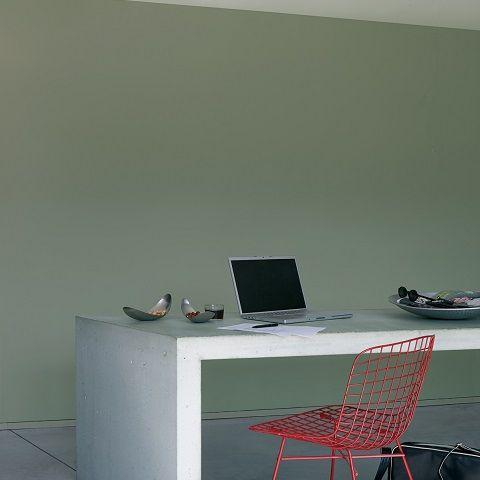 Het combineren van zowel subtiele als intense en contrasterende aardetinten, zorgt voor een krachtig effect en een fijne balans in je interieur.