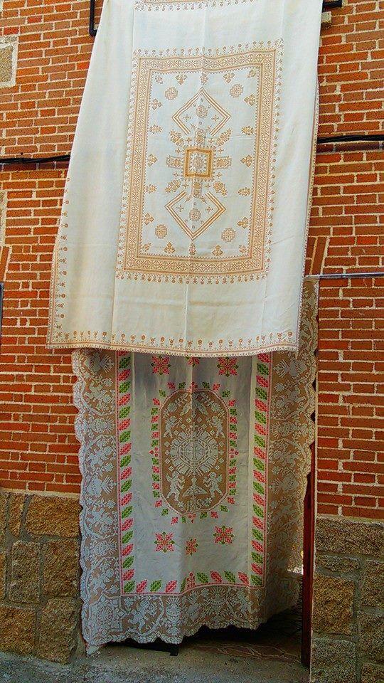 Botados de Lagartera expuestos el día del Corpus #Corpus #CorpusLagartera #Lagartera #cunadebordados #bordados #España #tradicion #embroidery #hechoamano