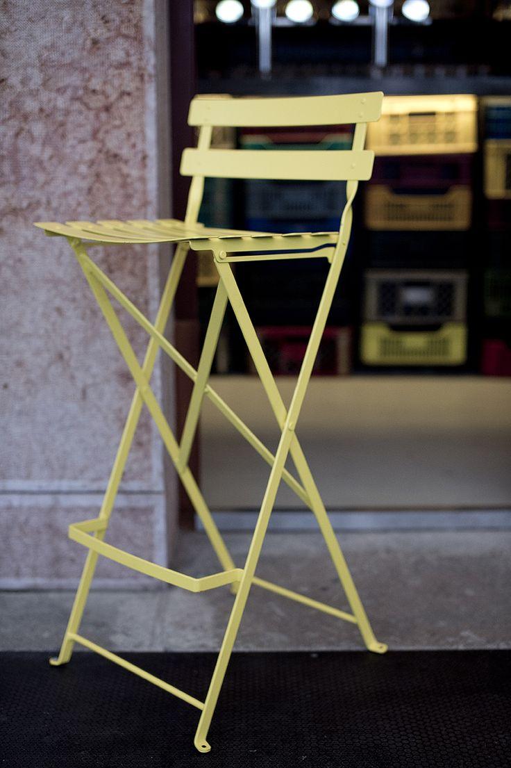 Spíler http://spilerbp.hu/index_hu_sh.php | A sárga szék #budapest #design #bar #spíler #restaurantdesign #IndoorFurniture #RestaurantFurniture #bistro #pub