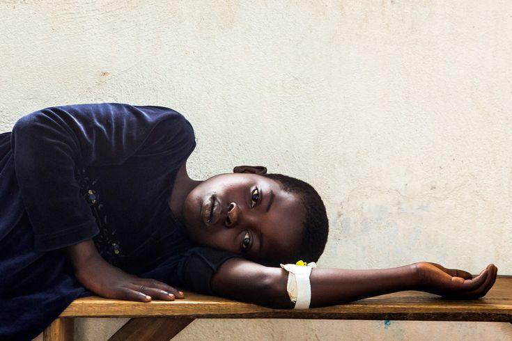 """https://www.stellencompass.de/johanniter-warnen-choleraepidemie-in-der-dr-kongo-weitet-sich-aus/ Johanniter warnen: Choleraepidemie in der DR Kongo weitet sich aus - gd.mh.ots- Landesweit bereits über 40.000 Infizierte und 771 Todesopfer  Stephan Bihl, Johanniter-Länderbüroleiter in Goma, Demokratische Republik Kongo, schätzt die derzeitige Entwicklung der Choleraepidemie als sehr besorgniserregend ein. """"Über die Hälfte der Bevölkerung nutzt weiterhin verschmutztes W"""