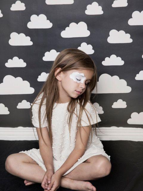¿Nubes en las paredes del cuarto? Pásate por tu boutique online de confianza http://papelpintadobarato.es/