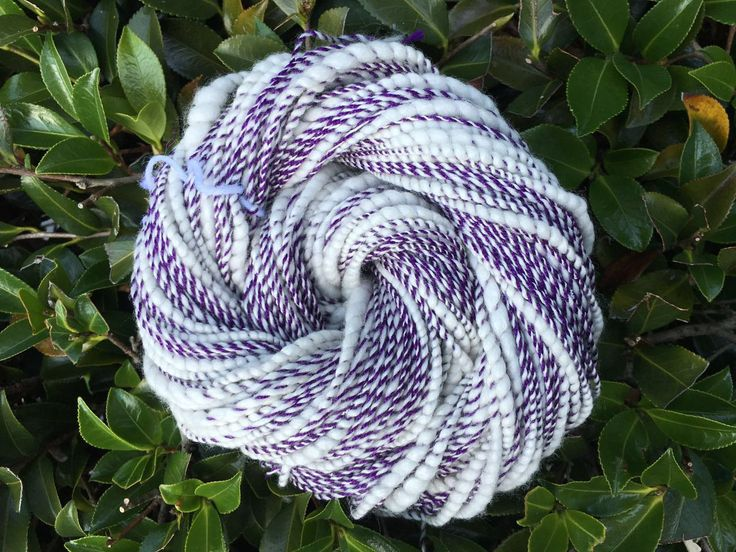 Hand spun art yarn, spiral yarn, thick and thin yarn, white, purple, merino, wool, silk, cotton by SilkWoolTouch on Etsy