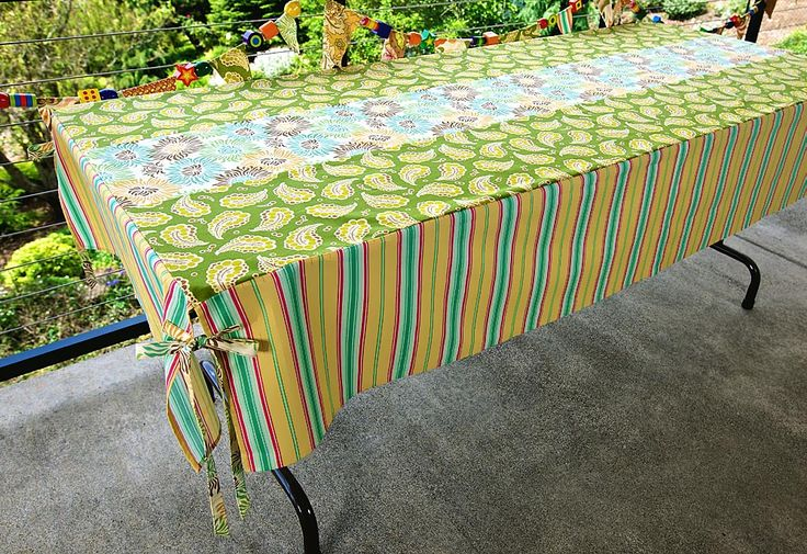 Tute: Pretty tablecloth for a 6' folding table - no more cheap plastic tablecloths YAY!