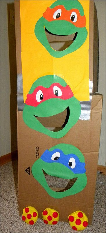 Teenage Mutant Ninja Turtles bean bag toss game, complete with pizza bean bags! Fun TMNT party DIY project.
