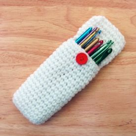 Free crochet pattern for a hook and accessory carry-all case. This is the first crochet project I ever made. It's a fantastic basic pattern to get the hang of things with.