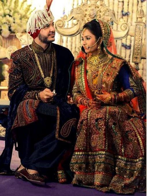 bridal-lehenga-sabyasachi I WANT TO LOOK THIS ROYAL AT MY SHAADI!!!!