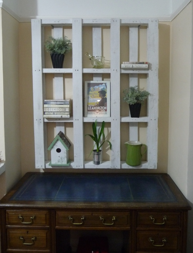 repurposed pallet shelving craft home interior. Black Bedroom Furniture Sets. Home Design Ideas