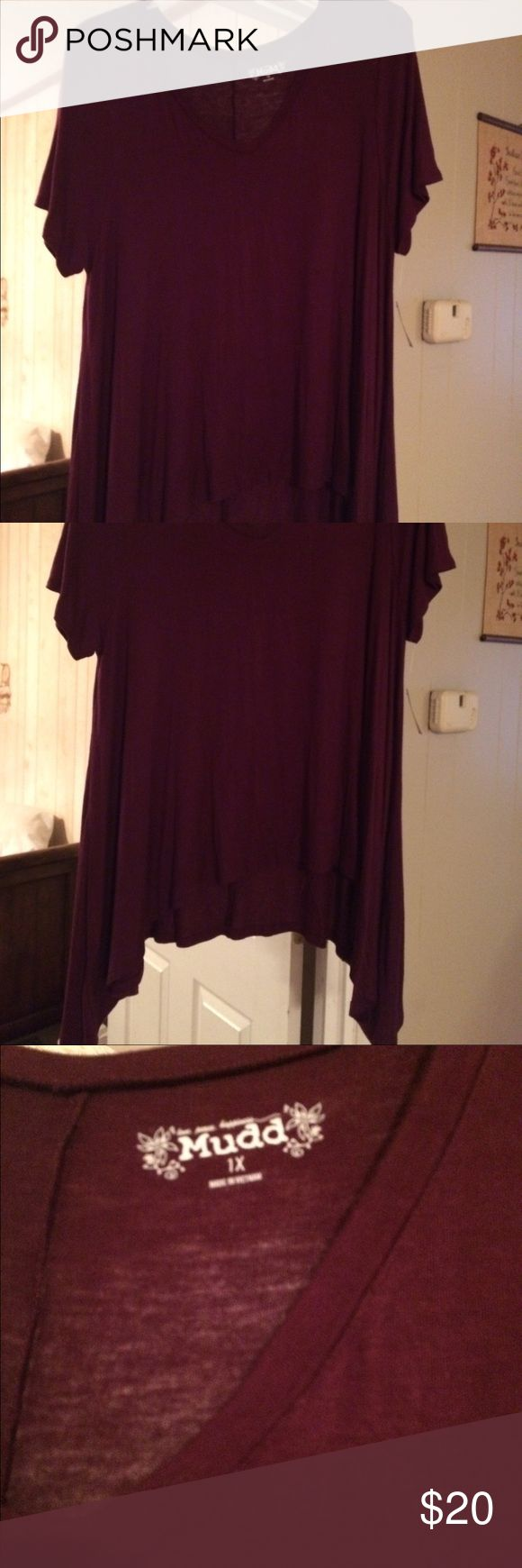 NWT Plus Size women's top Plum women's v-neck top would great with leggings. Mudd Tops Tunics