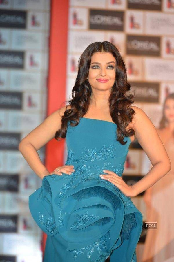 Aishwarya Rai Bachchan at the launch of L'Oreal Paris Cannes 2016 collection on April 26, 2016 in Mumbai - Photogallery
