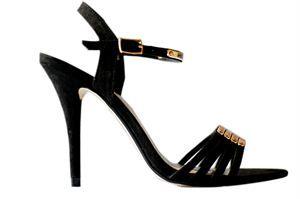 Te piękne szpilki znajdziecie w sklepie internetowym http://laceshop.pl/eleganckie-szpilki-ze-z%C5%82otymi-blaszkami