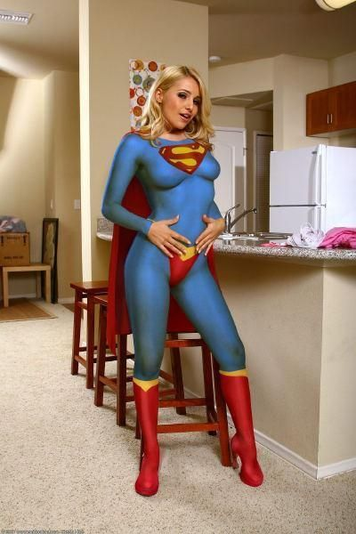 Superwoman tied up and starts to love it 4