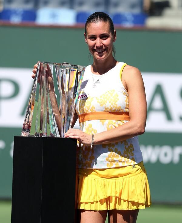 Via BNP Paribas Open @BNPPARIBASOPEN 3/16/14 Is it just us, or is @flavia_pennetta glowing in this photo? Congrats again to our #BNPPO14 champ! pic.twitter.com/eqbg6ofhI3