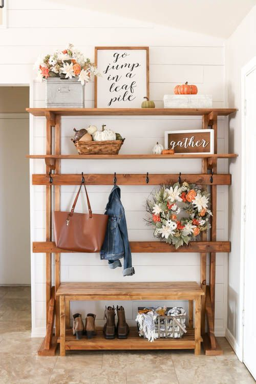 Farmhouse Fall Entryway #farmhouse #falldecor #falldecorating #farmhousedecor
