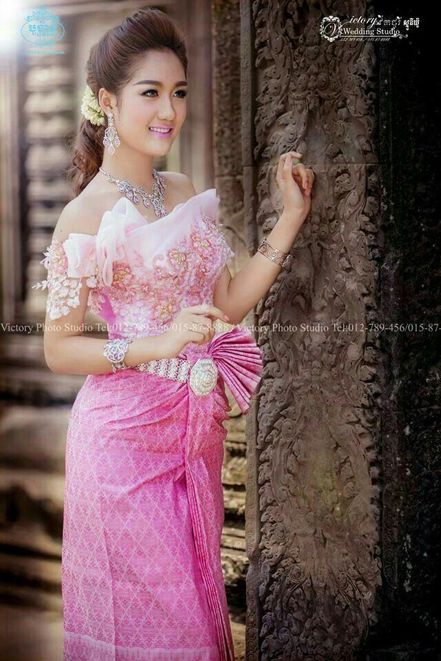 137 best B-Cambodia Wedding Dress. images on Pinterest   Boda khmer ...