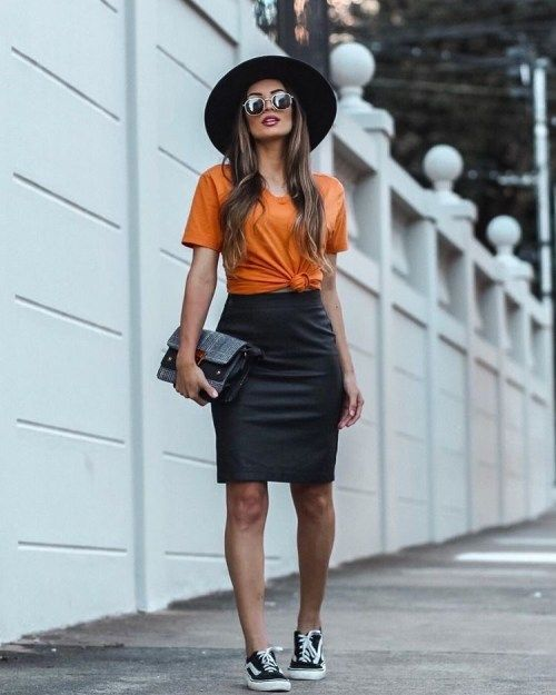 T-shirt and Skirt Outfit Ideas to Love All Summer Long - DIY Darlin' |  Pencil skirt outfits casual, Black dress outfit casual, Outfits