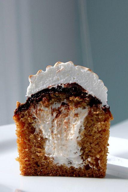 S'more cupcake: Smore Graham, Crackers Cupcakes, Sweet Treats, S More Graham, Chocolates Glaze, Cupcakes Recipes, Graham Crackers, S More Cupcakes, Smore Cupcakes