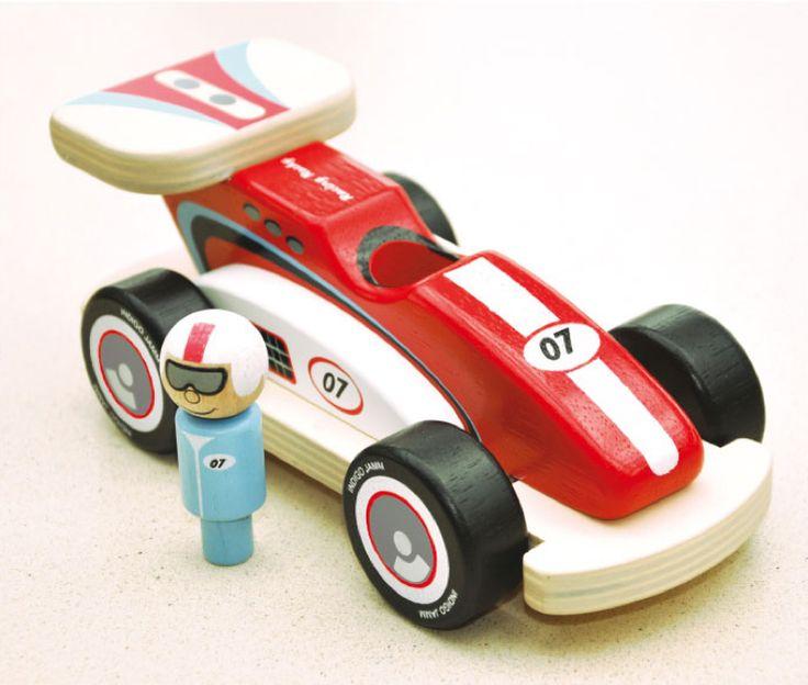 - Inhalt: Fahrzeug, Rennfahrer - Maße: L 20 x H 8 x Ø 9,5 cm - Material: Gummibaumholz - Altersempfehlung: ab 12 Monate geeignet