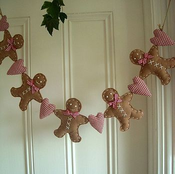 Gingerbread Man Garland --I have to make one for next Christmas!