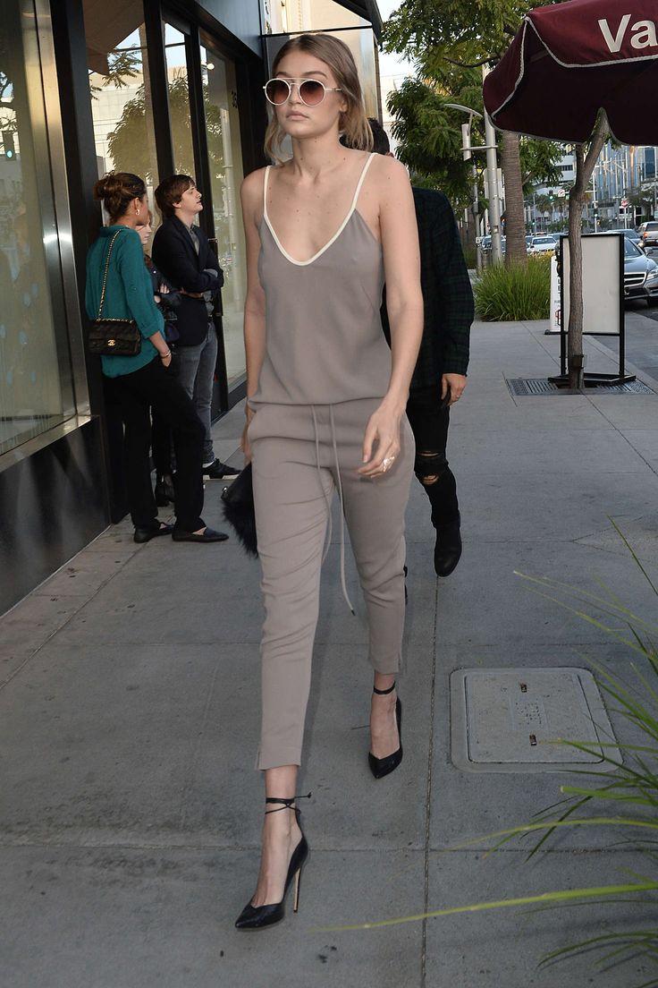 Gigi-Hadid_-Arriving-at-Naomi-Campbells-book-signing--08.jpg