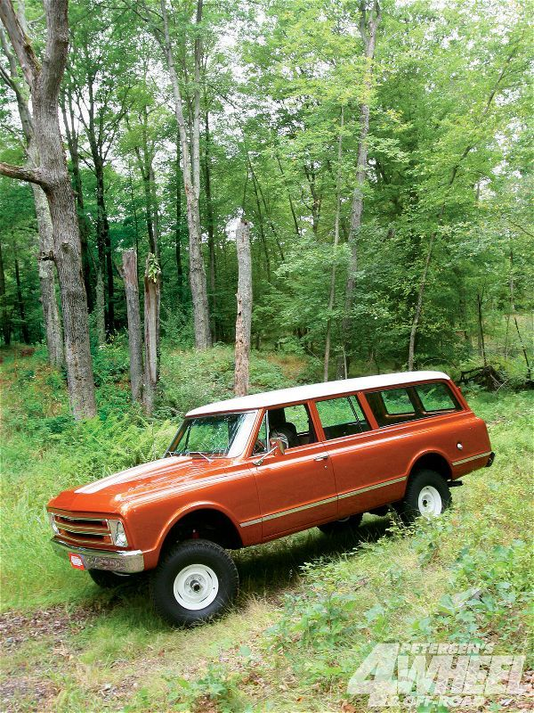 131 1101 Winner 1967 Chevy Suburban 75 Years Of Suburban driver Front Shot Photo 31051570