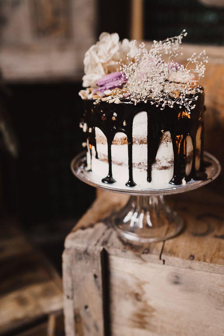 Chocolate drizzle wedding cake #weddingcake @weddingchicks
