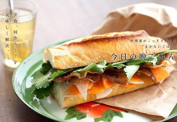 豚バラ肉を使った手作りベーコンをカリッと焼き、たっぷりのなますやパクチーと一緒にパンに挟めば食べ応え抜群。