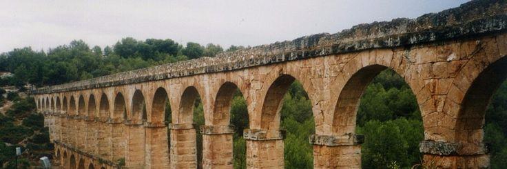 Eén van de meest fascinerende mysteries van het oude Rome is de indrukwekkende levensduur van enkele van hun betonnen (haven)structuren.Gedurende 2000 jaar trotseren ze al de golven van d