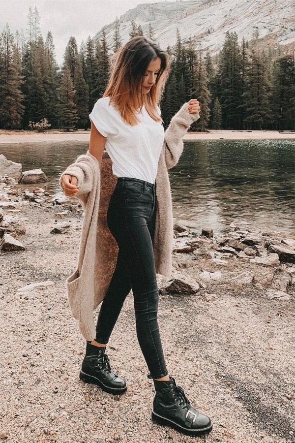 25 Charming Outfits With Black Denims For Inspiration