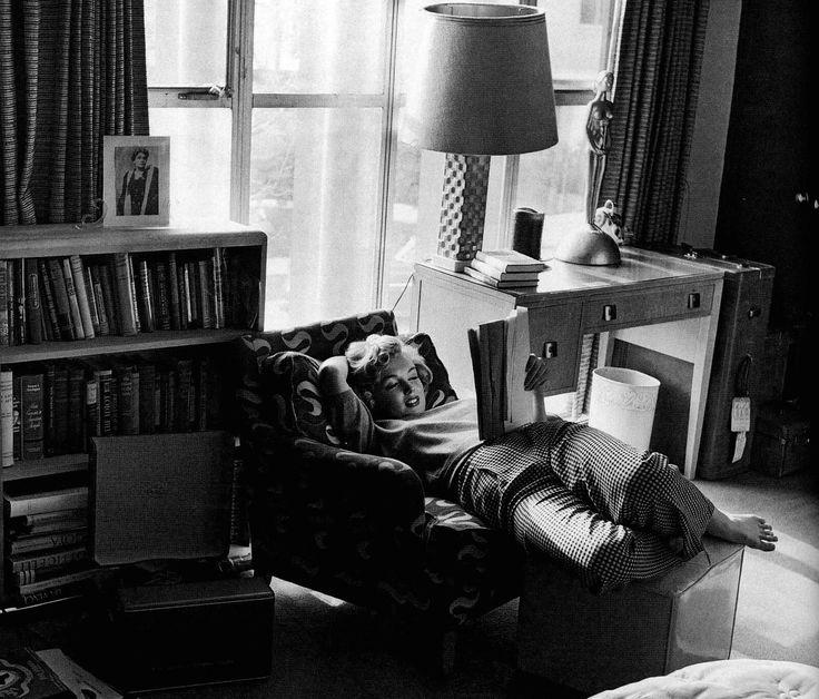 Marilyn reading. Confy imagen.