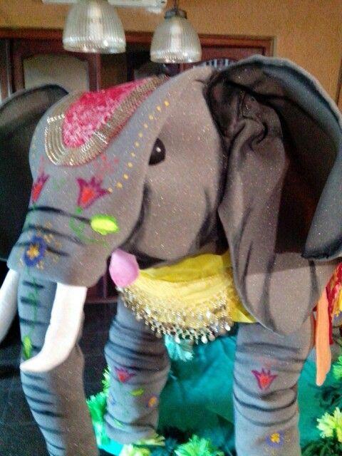 Elefante de goma espuma