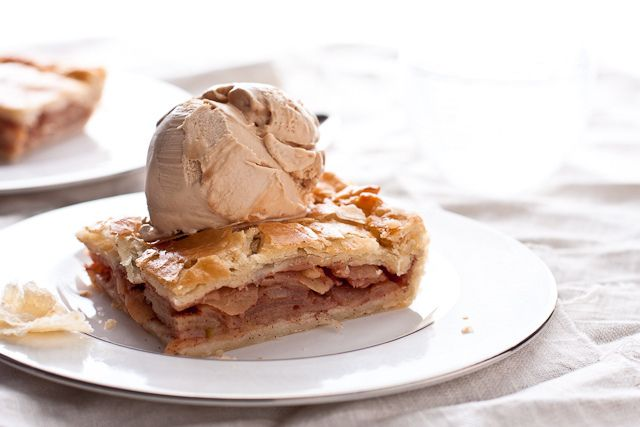 Bourbon Caramel Apple Slab Pie by foodiebride, via Flickr