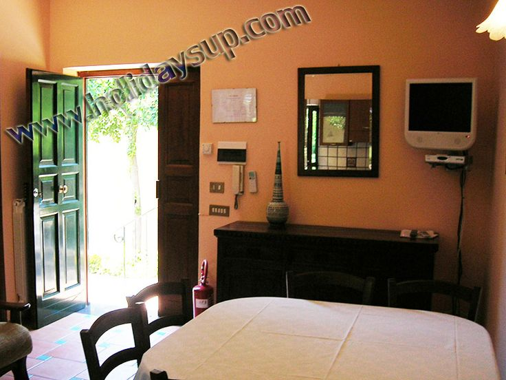 Entrance apartment in sorrento town center, sorrentoholiday booking rentals