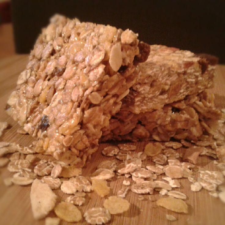 Barras de Muslie   Mas sano que barras de granola, estas barras están hecho con la mejor Muesli aleman natural de 5 frutas o con cacao. Son grandes, blanditas y muy rico!    $1o.000 por 16 barras.