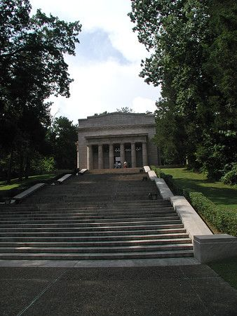 Abraham Lincoln Birthplace National Historical Park - The First Lincoln Memorial  For over a century people from around the world have come to rural Central Kentucky to honor the humble beginnings of our 16th president, Abraham Lincoln. His early life on Kentucky's frontier shaped his character and prepared him to lead the nation through Civil War.