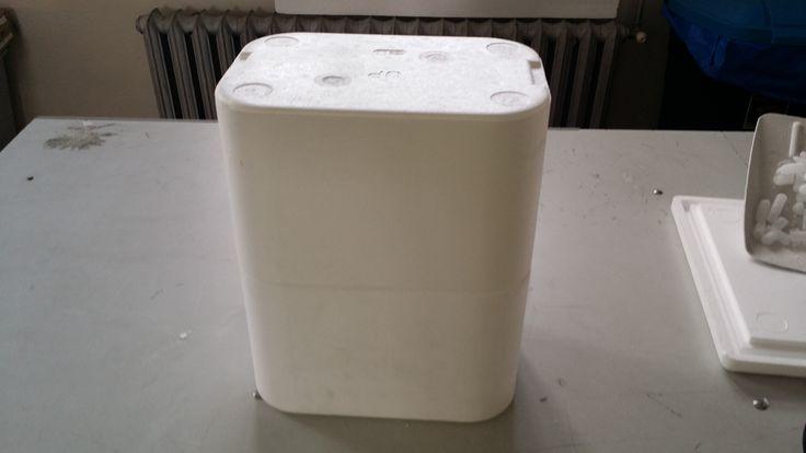 Opakowanie styropianowe do transportu wina w każdych warunkach. Grube ścianki zapewniają ochronę wina przed uszkodzeniami mechanicznymi, przegrzaniem wina lub przemrożeniem. Wino nie traci smaku ponieważ opakowanie chroni przed zbyt dużymi wahaniami temperatury = https://www.facebook.com/media/set/?set=a.1396335870430943.1073741850.420625448001995&type=3