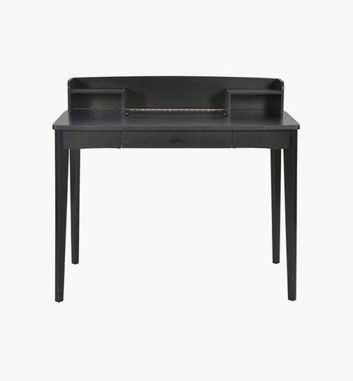 Sigrid skrivbord är ett bord som gör att ditt arbetsrum eller kontor får ett äldre utförande med en nutida design. Sigrid är tillverkat i MDF samt massiv björk. Det finns två stycken hyllor för synlig och enkel förvaring, en utdragbar låda att lägga undan saker i, samt ett dolt fack för t.ex. den hemliga dagboken.  #azdesign #designstudio #sigrid #svart