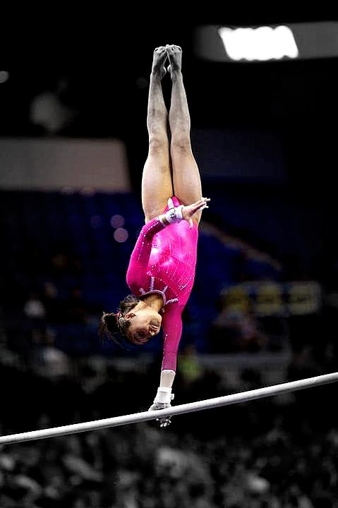 Katelyn Ohashi's one-handed pirouette on the uneven bars