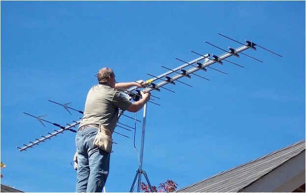 Leave the pain and hassle of climbing up on your roof to us, our TV antenna installation packages are the easiest way to get free HDTV Programming for you and your entire family!