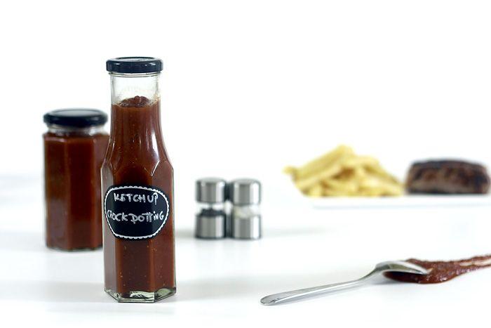 Cómo hacer salsa ketchup en Crock Pot o slow cooker. Receta paso a paso. Recetas de salsas cocinadas en olla de cocción lenta.