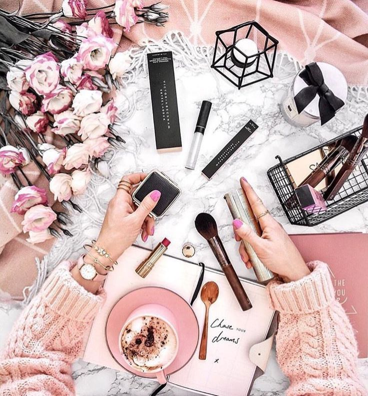"""880 Likes, 4 Comments - FLATLAY® (@flatlay) on Instagram: """"Pretty in pink @thestylevisitor"""""""