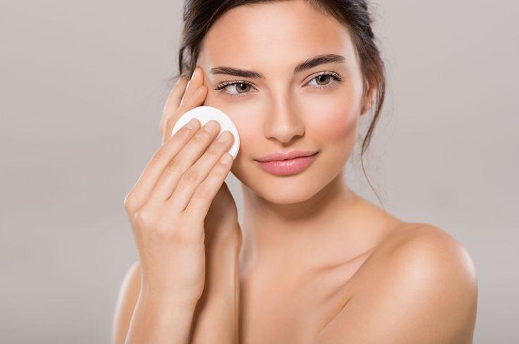 👸 Bazy pod makijaż są bardzo ważne wydłużając trwałość kosmetyków. Dowiedz się, jaka baza pod podkład jest najlepsza. Najlepszy blog kosmetyczny!