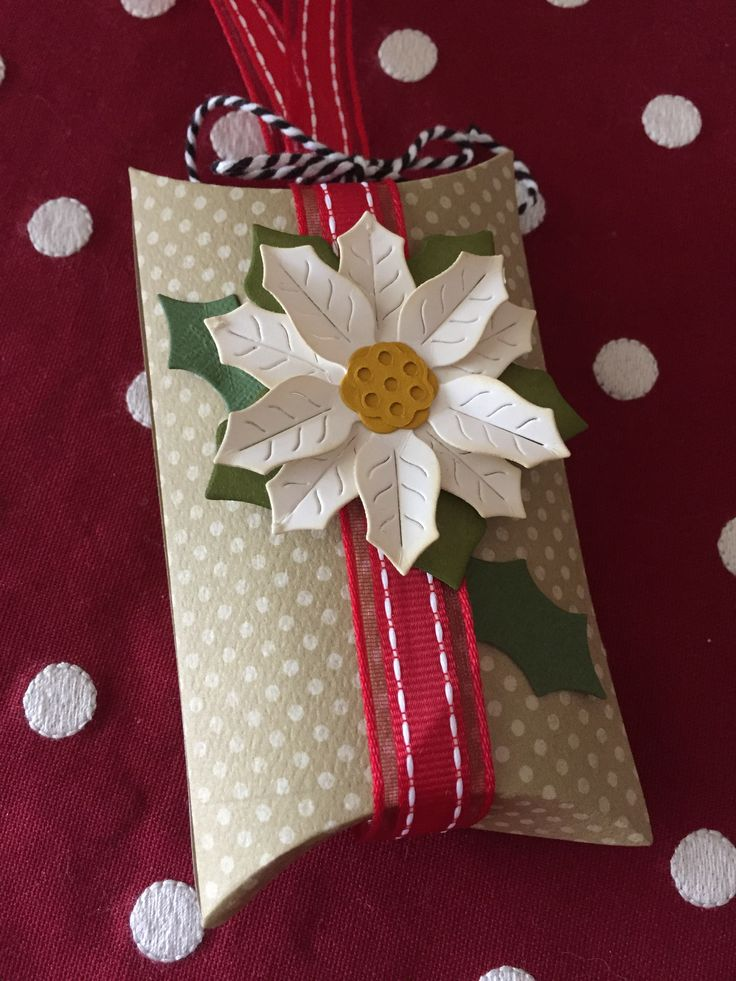 Pillow box with poinsettia More & 183 best Punch Board - Pillow Box images on Pinterest | Pillow box ... pillowsntoast.com