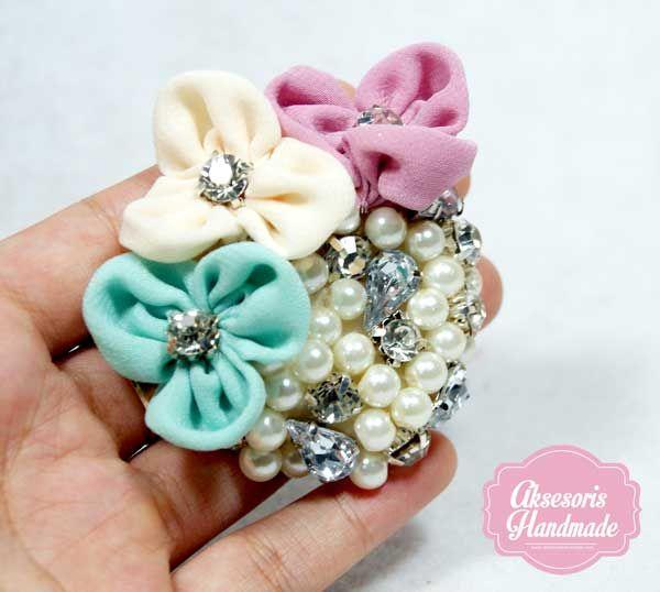 3 flower brooch