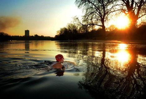 Londons serpentine lido early morning swim