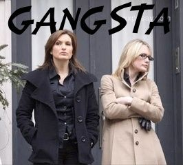 Ha ha, this is so funny! Mariska Hargitay and Stephanie March. a.ka. Olivia Benson and ADA Alex Cabot, waiting to do another take. (: Law and Order: SVU